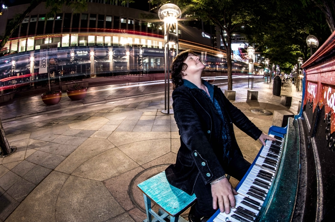 """BOB MALONE: uscito il nuovo singolo """"My Friends and I"""" del tastierista di John Fogerty"""